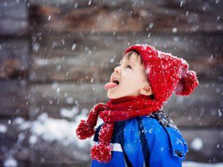 дете, сняг
