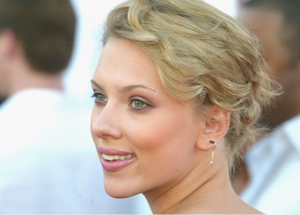 HOLLYWOOD, CA - MAY 2:  Actress Scarlett Johansson arrives at the 6th Annual Movieline Young Hollywood Awards at Club Avalon on May 2, 2004 in Hollywood, California. (Photo by Kevin Winter/Getty Images)