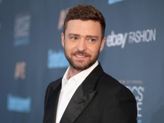 SANTA MONICA, CA - DECEMBER 11:  Recording artist Justin Timberlake attends The 22nd Annual Critics' Choice Awards at Barker Hangar on December 11, 2016 in Santa Monica, California.  (Photo by Christopher Polk/Getty Images for The Critics' Choice Awards )