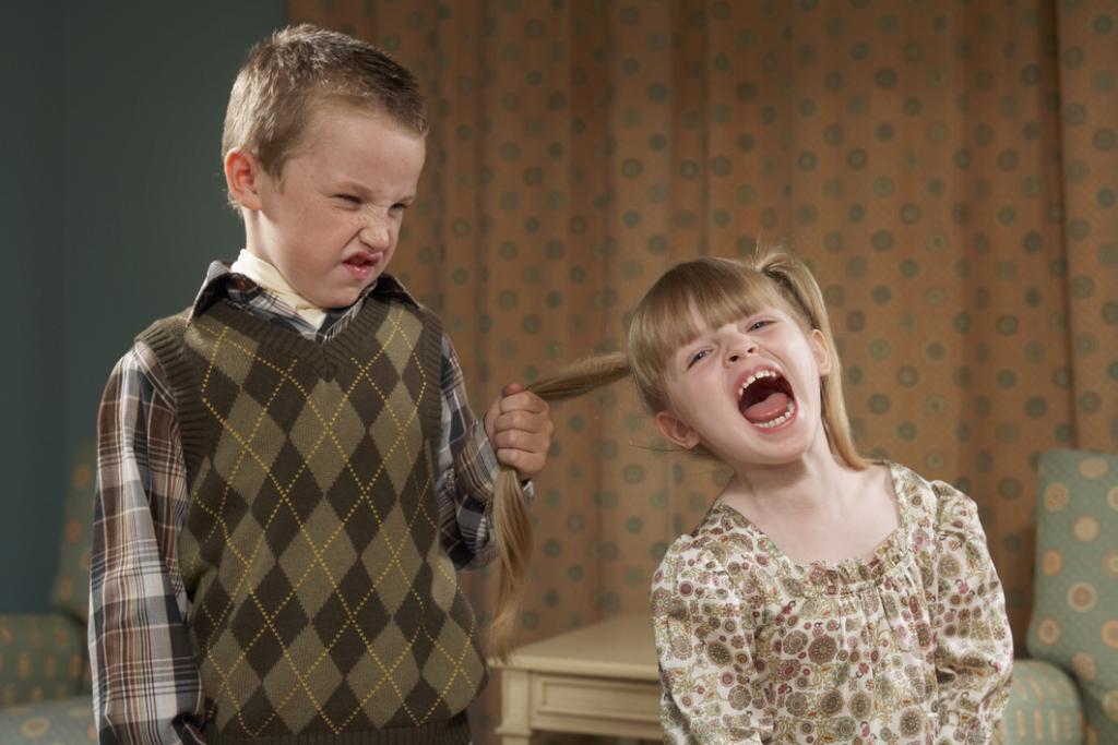 момче момиче винтидж детска градина дискриминация насилие деца игра