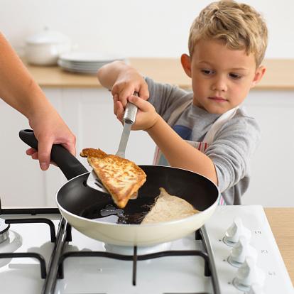 дете филийки закуска  тиган готвене дом уют