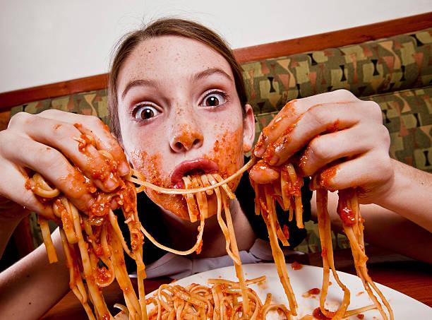 дете, ресторант, спагети