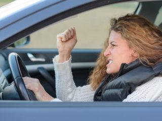 жена, шофиране