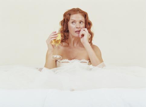 сватба рокля булчинска рокля шампанско коктейл объркване размисъл
