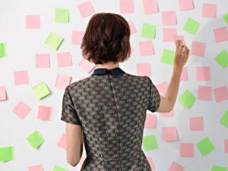 жена офис бележка бележки напомняне работа график