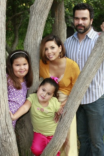 Solis-family-desperate-housewives-5778828-333-500