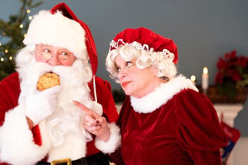 Коледа дядо и баба семейство храна преяждане