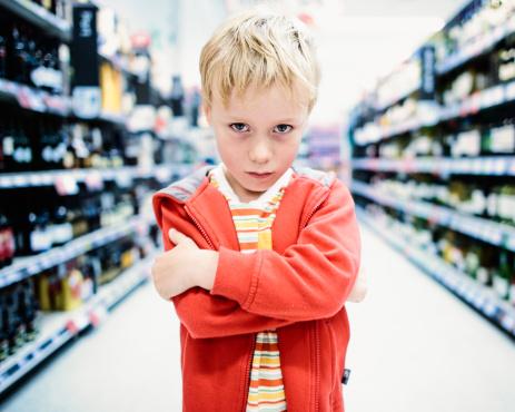 дете момче магазин гняв
