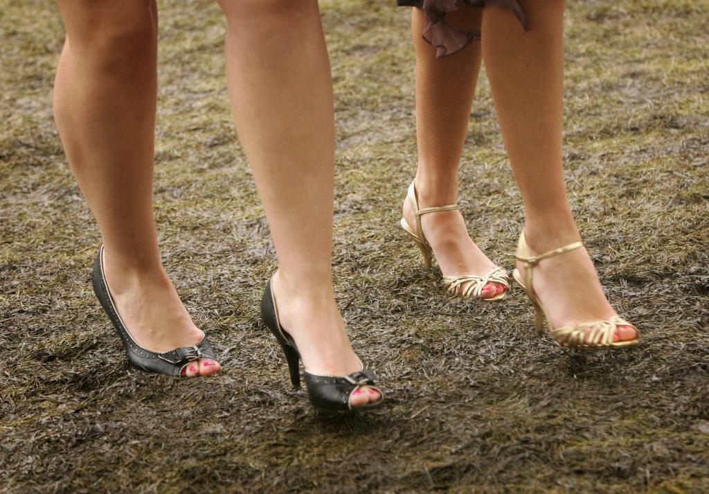 кал обувки крака високи токчета дъжд