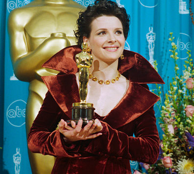 (Original Caption) Juliette Binoche holds the Best Supporting Actress Oscar she won for her role in The English Patient. (Photo by ?? Steve Starr/CORBIS/Corbis via Getty Images)