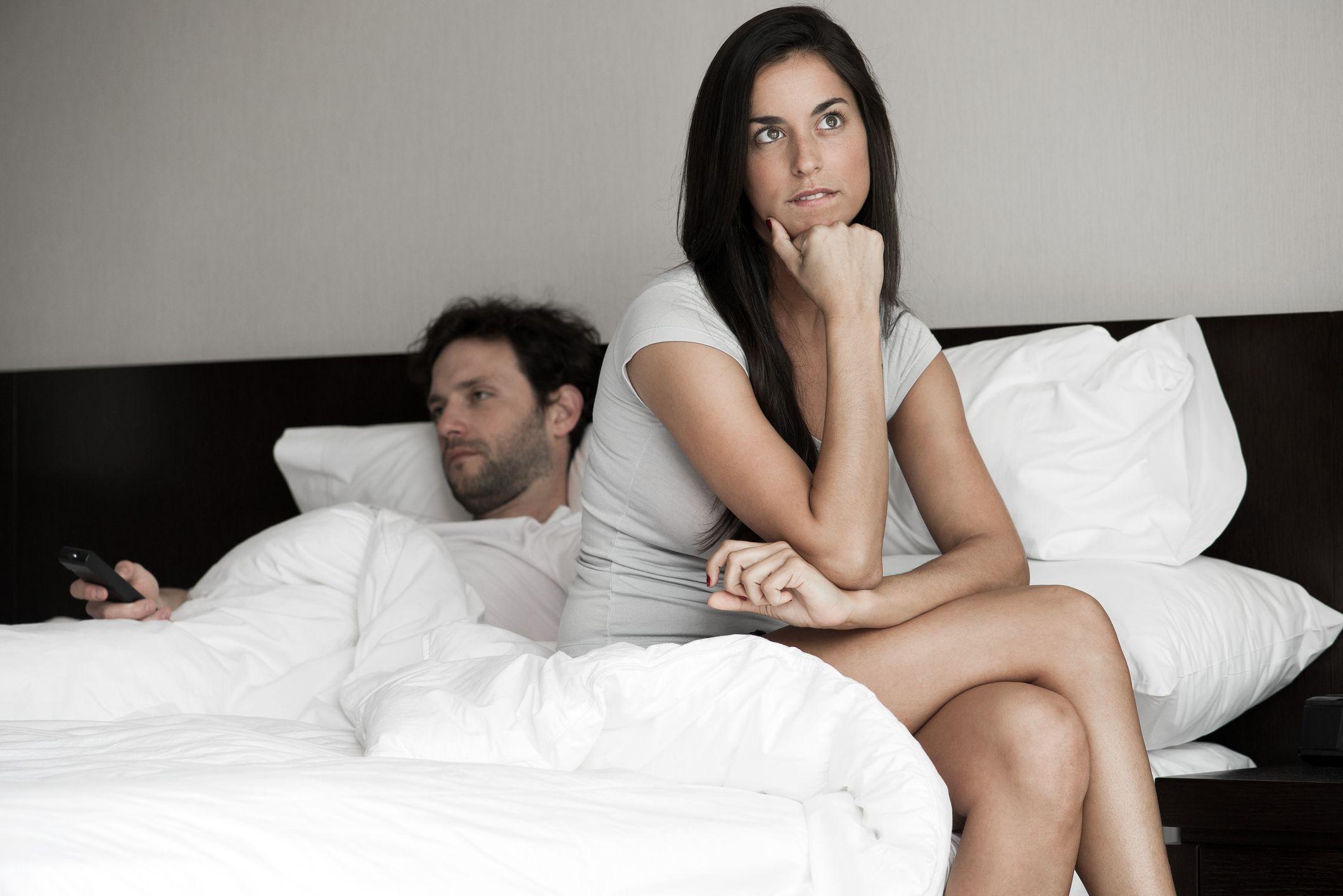 отегчена жена, легло