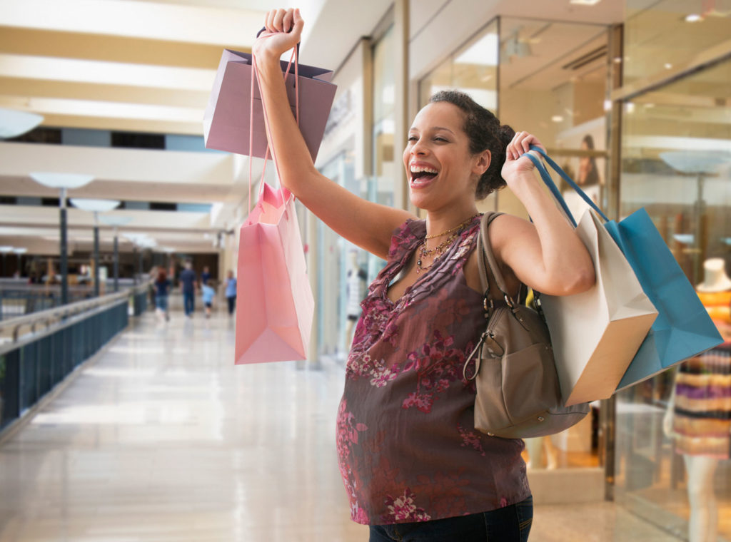 214465-1600x1188-pregnant-woman-shopping
