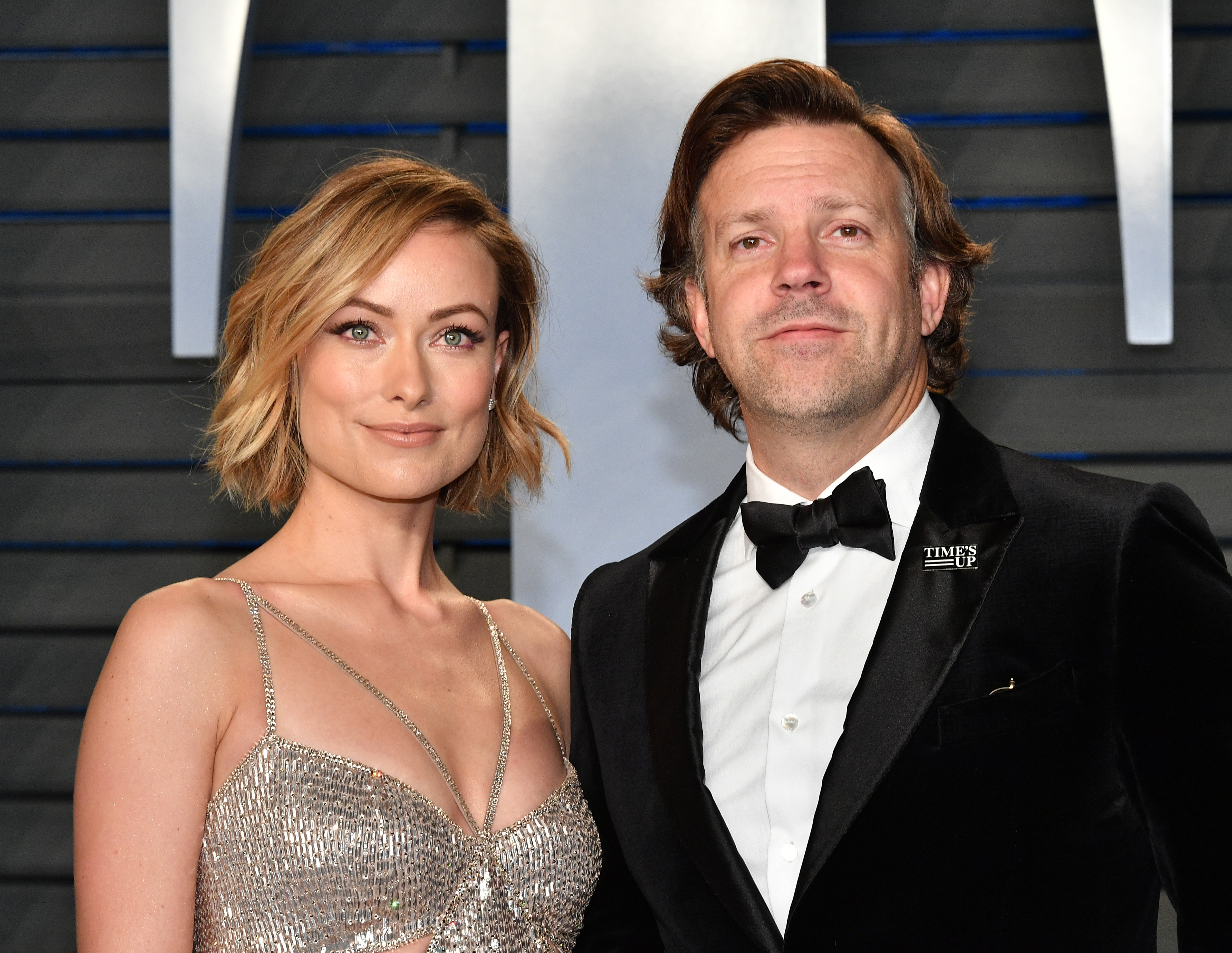 BEVERLY HILLS, CA - MARCH 04:  Olivia Wilde (L) and Jason Sudeikis attend the 2018 Vanity Fair Oscar Party hosted by Radhika Jones at Wallis Annenberg Center for the Performing Arts on March 4, 2018 in Beverly Hills, California.  (Photo by Dia Dipasupil/Getty Images)