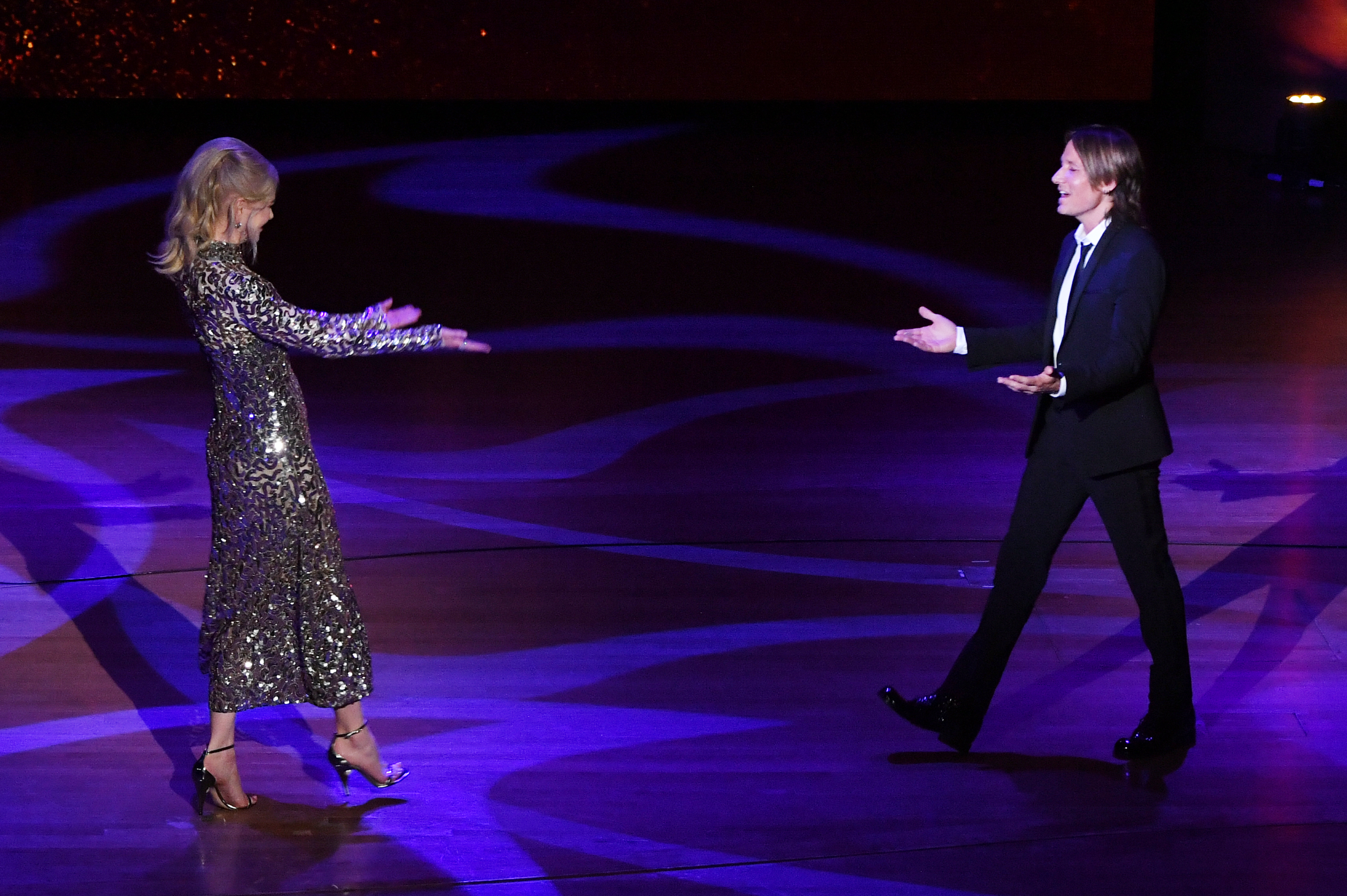 NEW YORK, NY - MAY 29: Actress Nicole Kidman (L) and musical artist Keith Urban embrace onstage during Lincoln Center's American Songbook Gala at Alice Tully Hall on May 29, 2018 in New York City. (Photo by Mike Coppola/Getty Images for Lincoln Center)