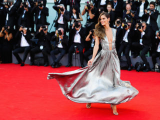 VENICE, ITALY - AUGUST 29:  Izabel Goulart walks the red carpet ahead of the opening ceremony and the 'First Man' screening during the 75th Venice Film Festival at Sala Grande on August 29, 2018 in Venice, Italy.  (Photo by Andreas Rentz/Getty Images)