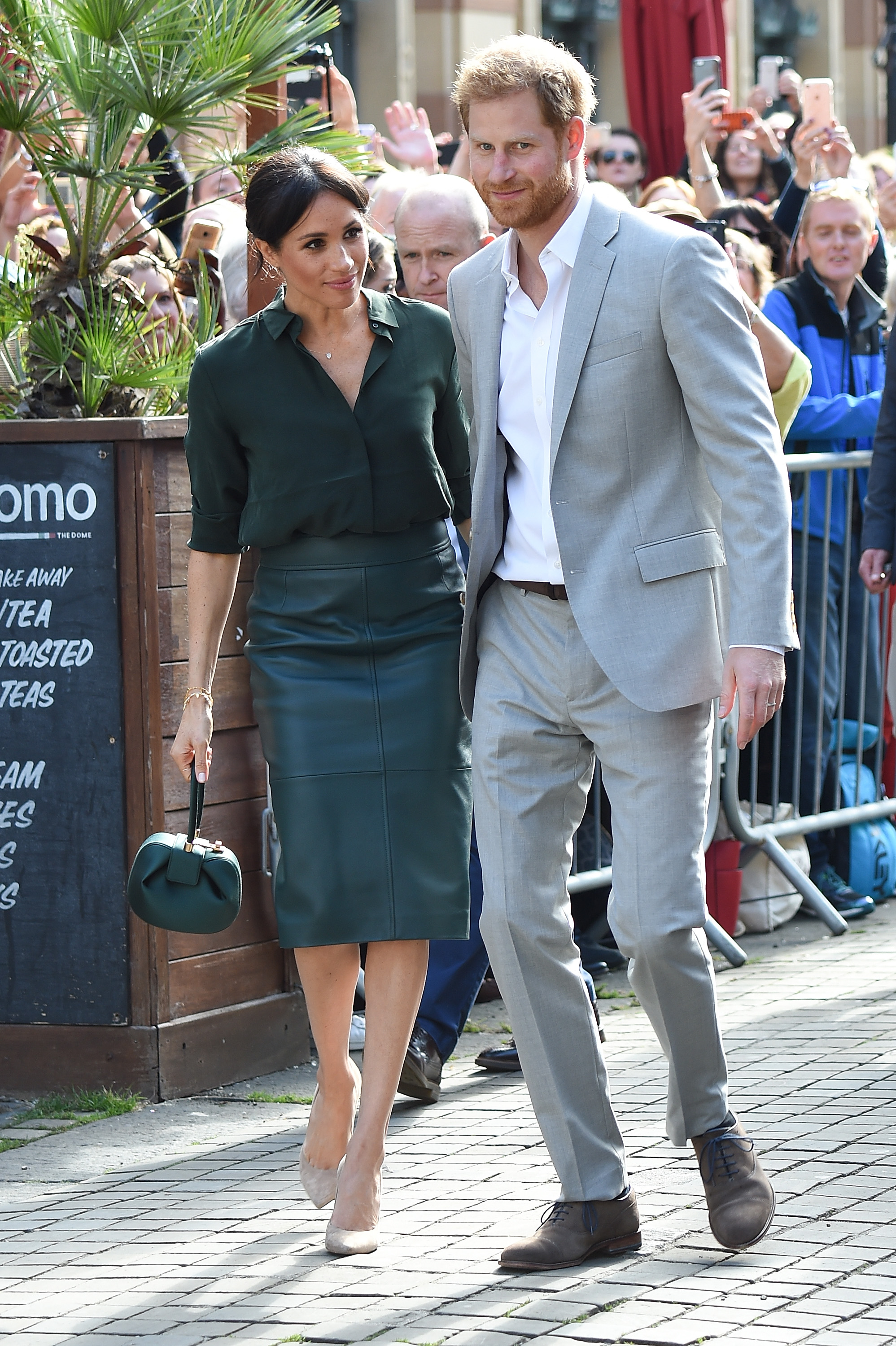 BRIGHTON, ENGLAND - OCTOBER 03: Prince Harry, Duke of Sussex and Meghan, Duchess of Sussex arrive in Brighton during an official visit to Sussex on October 3, 2018 in Brighton, United Kingdom. The Duke and Duchess married on May 19th 2018 in Windsor and were conferred The Duke & Duchess of Sussex by The Queen. (Photo by Tabatha Fireman/Getty Images)