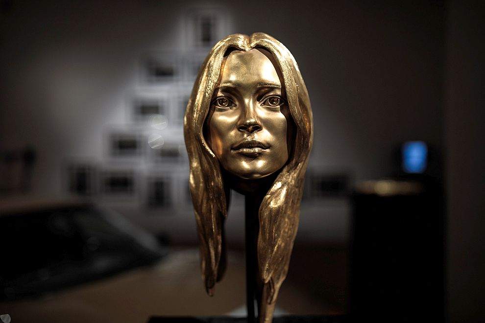 LONDON, ENGLAND - OCTOBER 12:  The 18ct gold 'Head of Kate Moss', 2008 by Marc Quinn sits on display during a media preview at Sotheby's auction house for their 'Midas Touch' auction on October 12, 2018 in London, England. The sale, dedicated entirely to gold items, will be held on October 17th, 2018  (Photo by Jack Taylor/Getty Images)
