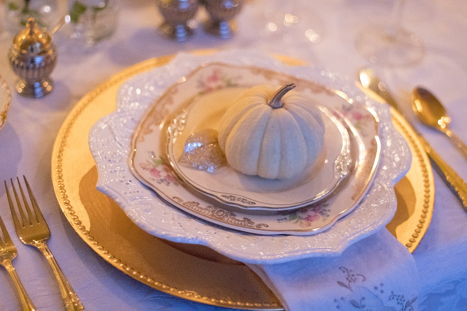 holiday-table-1926938_960_720