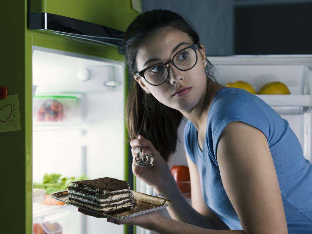кухня, жена, хладилник, сладко
