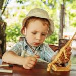 Дете с динозавър