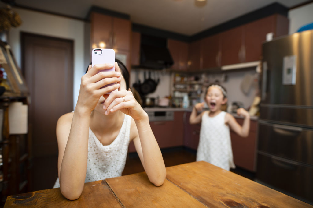 майка, смартфон, дъщеря, семейство
