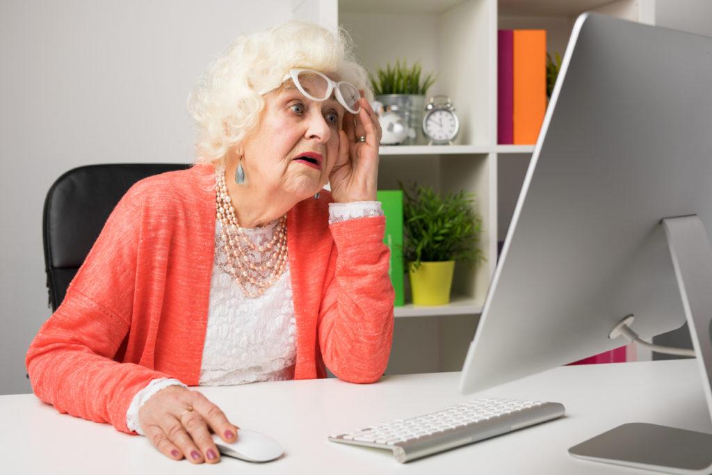 баба, офис, внуче, фейсбук, работеща баба