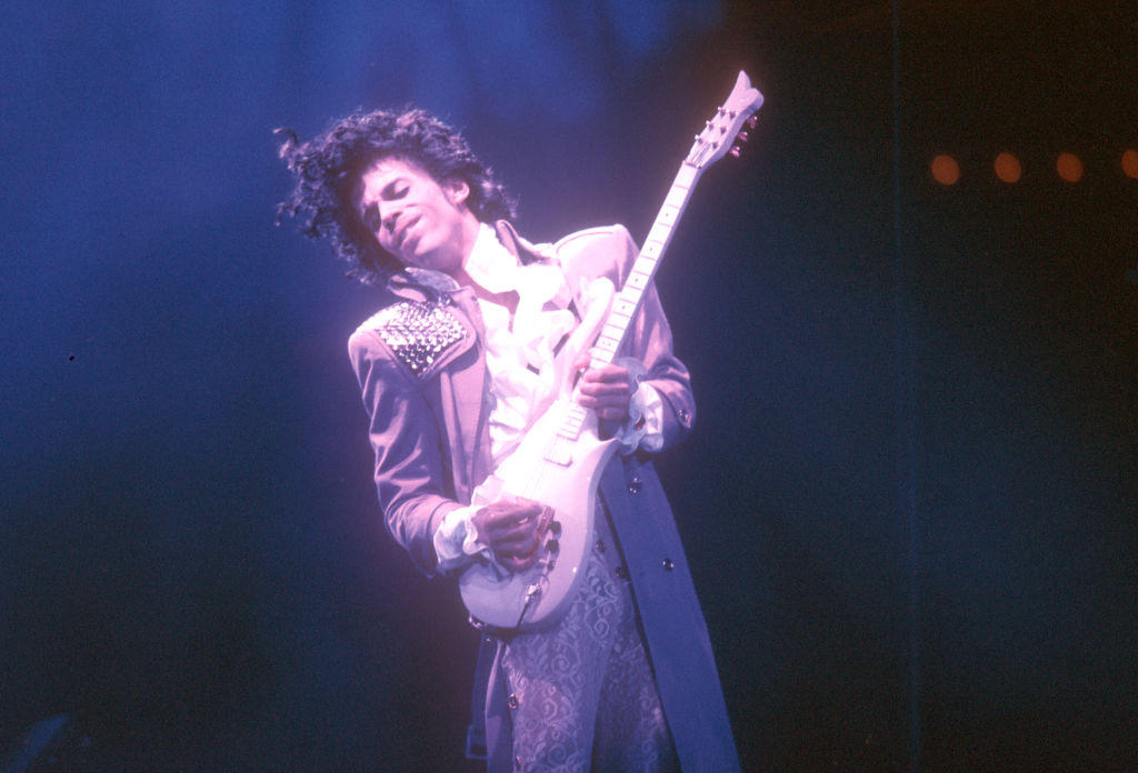 INGLEWOOD - FEBRUARY 19: Prince performs live at the Fabulous Forum on February 19, 1985 in Inglewood, California. (Photo by Michael Ochs Archives/Getty Images)