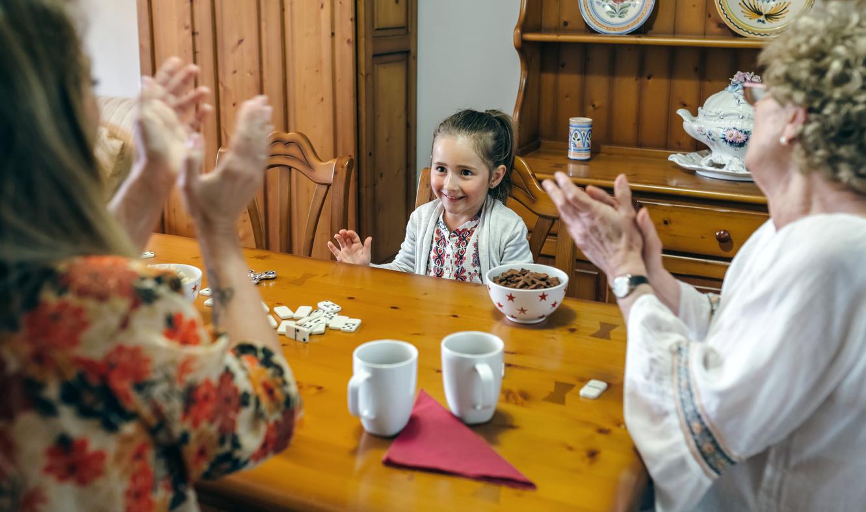 аплодисменти, момиче, дете, игра, възрастни и деца играят