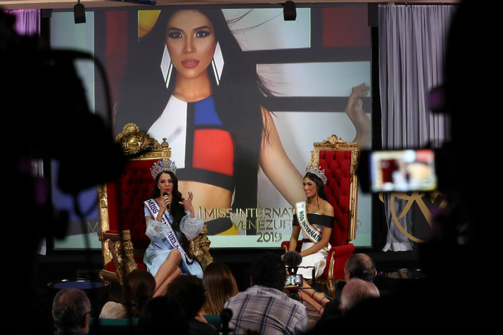 02 August 2019, Venezuela, Caracas: Thalia Olvino (l), a marketing student from the state of Delta Amacuro, and Melissa Jimendez (r) are accepted at a press conference. 19-year-old Olvino was crowned Miss Venezuela the night before. Venezuela is a superpower in international business with beauty. Seven Miss Universe and six Miss World come from the South American country. At the same time, however, the country is experiencing a severe political and economic crisis. Millions of Venezuelans have already left their homes. Photo: Pedro Ramses Mattey/dpa (Photo by Pedro Ramses Mattey/picture alliance via Getty Images)